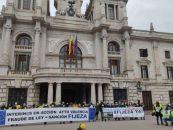 """Interinos valencianos se movilizan para denunciar """"abuso de temporalidad"""" en su contratación y exigen ser fijos """"ya"""""""