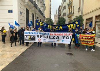 Concentración en València frente a Les Corts para apoyar la PNL del Grupo Ciudadanos que se debate en el Pleno